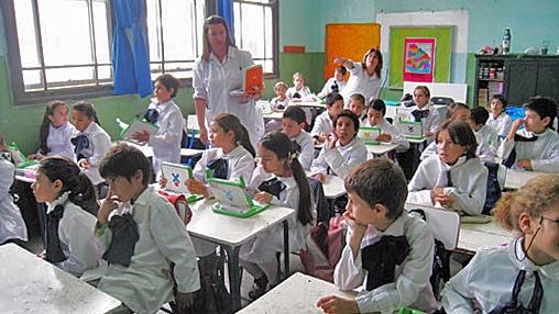 Em todas as escolas públicas elementares existem crianças com seus laptops. (Banco Mundial)