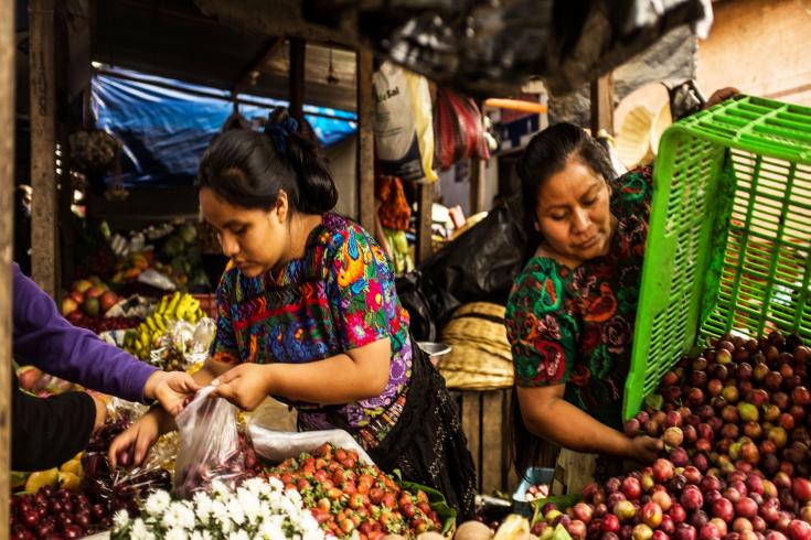 Mujeres acomodando sus cosechas en el sureste de Guatemala. © Banco Mundial